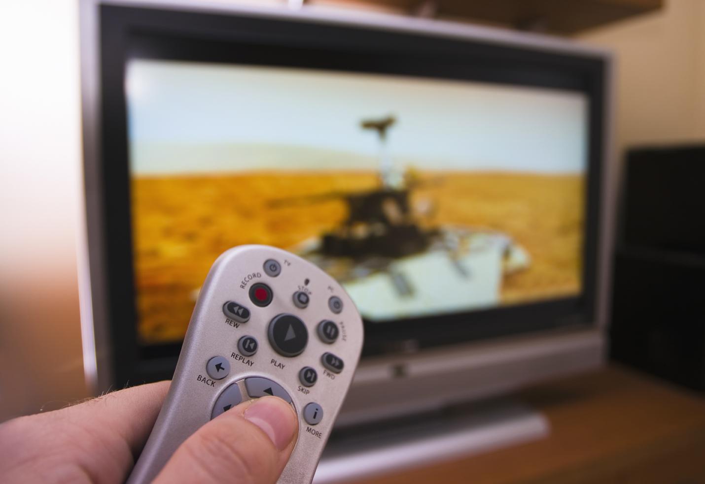 Kiirlaenudega tegelevatele laenupakkujatele Eestis keelati valitsuse poolt reklaami võimalus televisioonis ja raadios.